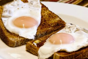 Fried Eggs with Toast on 1200 calorie diets